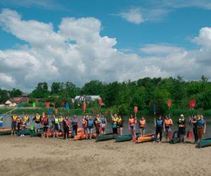Uczniowie Technika na spływie kajakowym